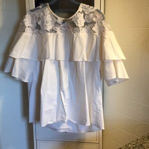 Beautiful white crisp top with bell sleeves